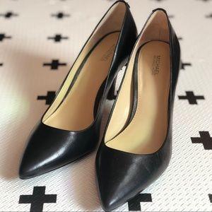 MICHAEL KORS | Flex Mid Pump Leather Heel in Black
